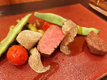 クラス・ザ・ウルフ(ロータス)のディナープレート(牛肉)