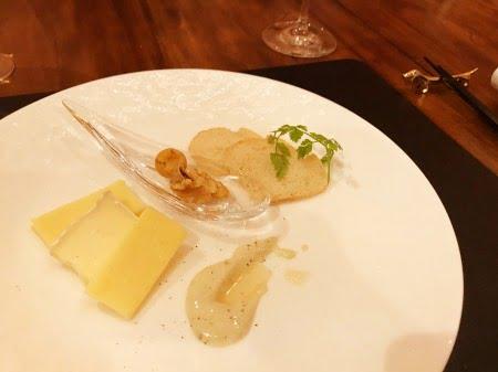 クラス・ザ・ウルフ(ロータス)のディナープレート(チーズ)